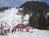 سوات کی خوبصورت وادی برف باری میں سیاحوں کا انتخاب