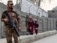 پشاور میں اچانک سکول بند کر دئیے گئے شہر خوف کی فضا میں