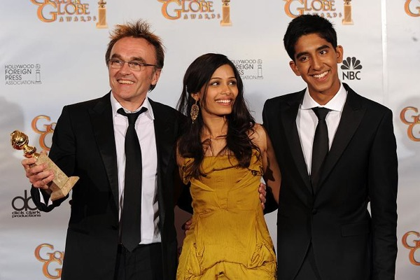 "(L-R) Director Danny Boyle, and actors Freida Pinto and Dev Patel hold the award for Best Motion Picture-Drama for ""Slumdog Millionaire"" in the press room at the 66th Annual Golden Globe Awards held at the Beverly Hilton Hotel on January 11, 2009 in Beverly Hills, California.AFP PHOTO/JEWEL SAMAD"